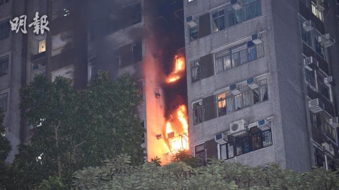 香港一住宅凌晨起火致1死2伤事发时消防喉无水