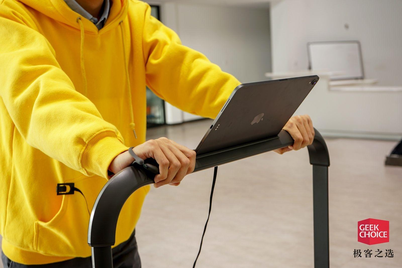 跑步、走步二合一,这款可折叠的跑步机让你随时在家健身