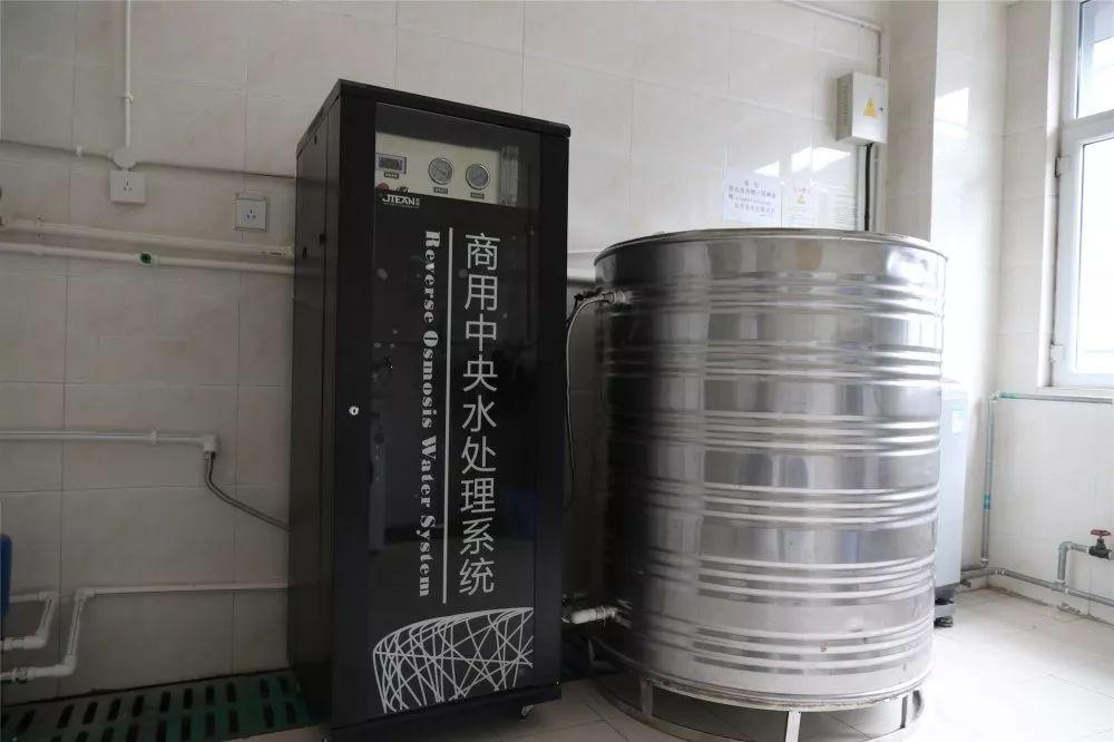 伊犁师范大学学生公寓洗浴 洗涤 清洁饮水和自动售货机服务项目陆续投入使用