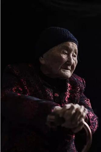 南京大屠杀幸存者杨桂珍去世 终年102岁