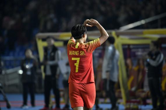 王霜代表中国女足出战百场,梅开二度后她成了C罗+姆巴佩
