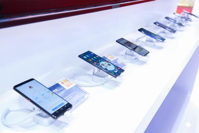 第二届进博会5G成热点,高通展示多款5G手机