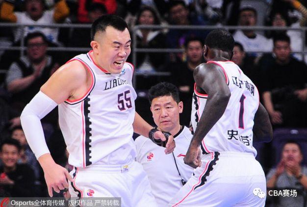 郭艾伦回暖16分5助攻 师弟35+13辽宁赛季首胜