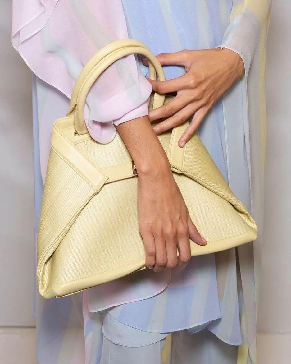 这只包包太神奇!既适合高级霸气姐姐风,又可搭配出随性范儿!