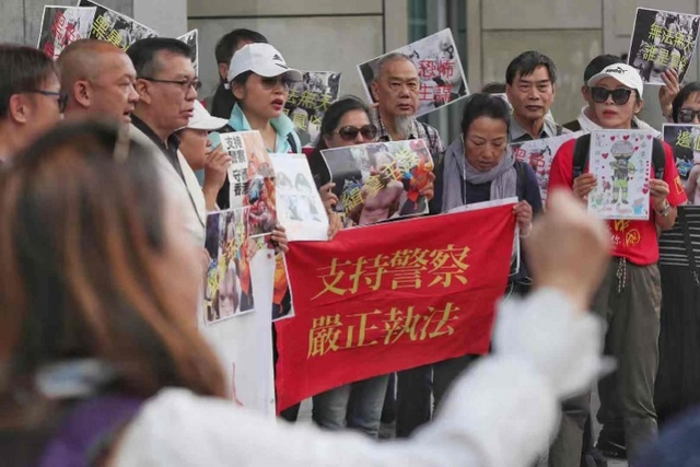 香港市民集会促警方成立调查小组彻查何君尧遇袭案件