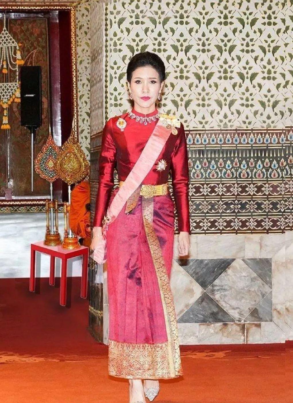 泰王妃子上位100天就被废 泰国王室上演宫斗大戏