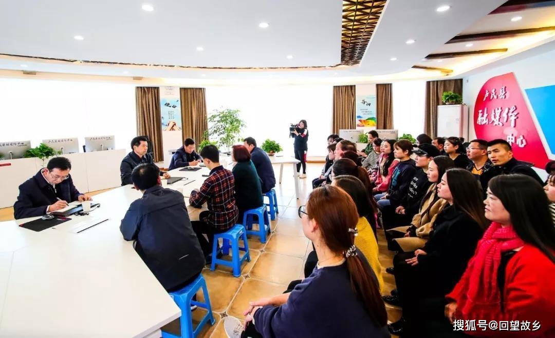 县委书记到融媒体中心看望慰问新闻工作者(图2)