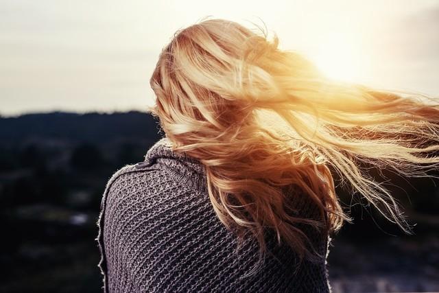 你和长发的距离不是长发而是吹风机