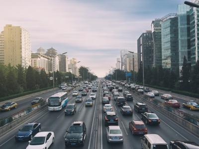 10月国内狭义乘用车销量同比下滑5.7%  新能源汽车降幅加剧_崔东树