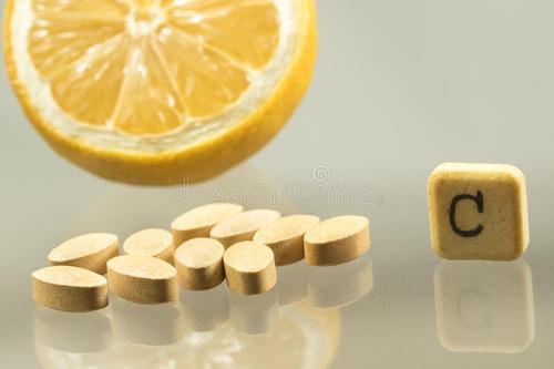 每天吃维生素C片,可以预防感冒吗?辟谣:吃多了同样有坏处