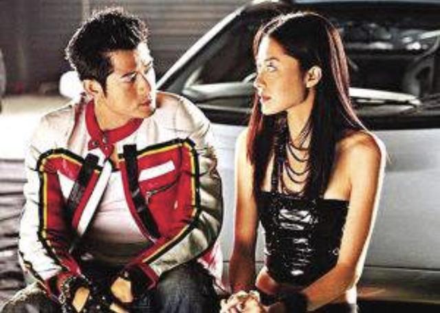 熊黛林与老公郭可颂逛街,夫妻恩爱分工明确,过二人世界保鲜爱情_生活