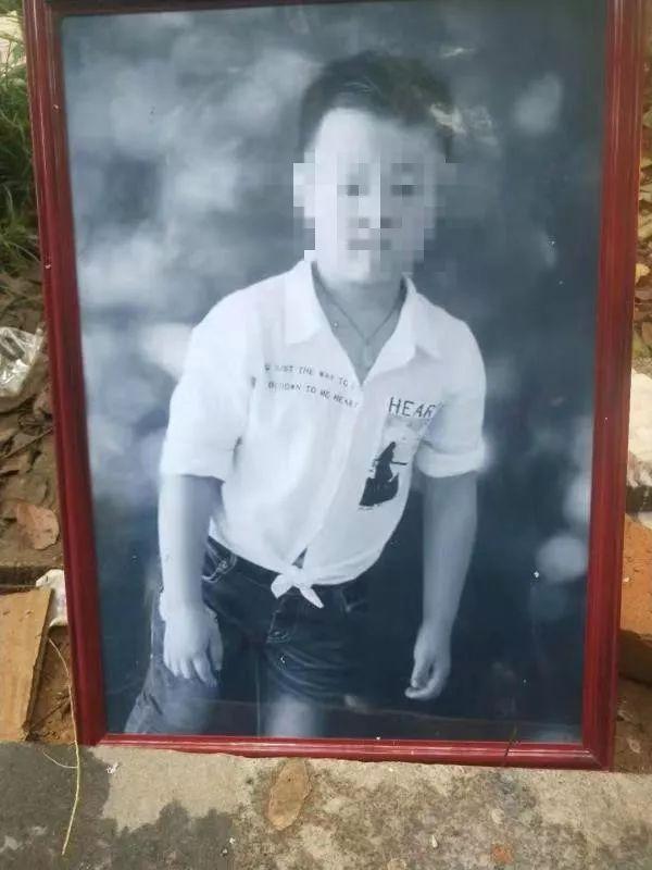 九岁男童小区内被陌生人打死  孩子父亲:20多分钟无人挺身而出