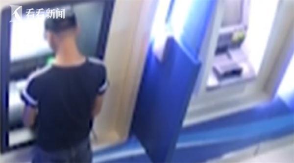 男子ATM机上动手脚 窃取银行卡信息被刑拘_伦教某