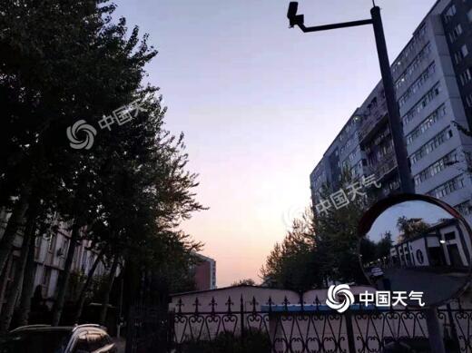 北京白天晴朗适宜赏秋今夜起雨急风骤