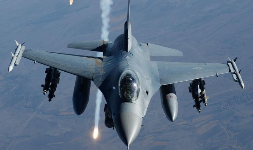 一枚导弹突然从天而降,岛国民众陷入恐慌,事发时有一架F16飞过_日本