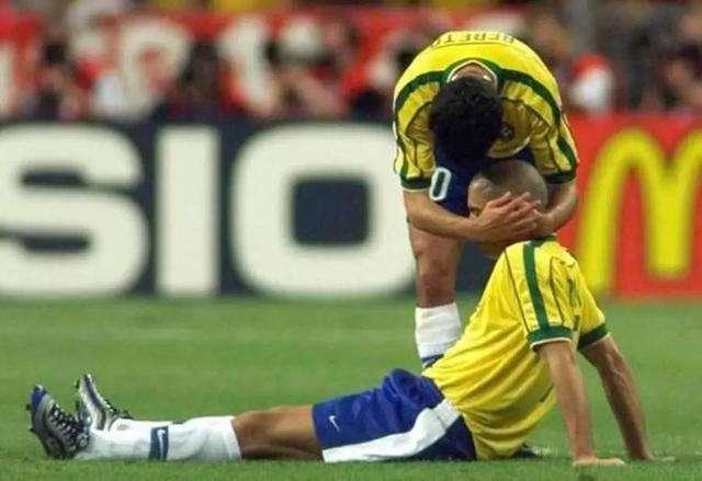 原创            法国世界杯的巴西队医:我向扎加洛隐瞒罗纳尔多在决赛前发生的事