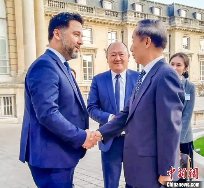 王家瑞会见法国国民议会副议长于格·朗松