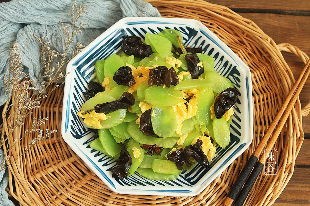 秋冬季节,这菜女人要多吃,一周吃几次,排出体内垃圾一身轻