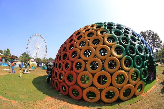 看废弃物品变身艺术雕塑!深圳市民旅游休闲又有新去处_观澜湖
