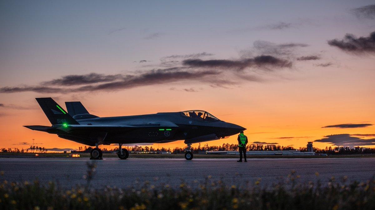 本年度最欢乐军事新闻来了—丢脸!F35战斗机飞不过图160(图5)