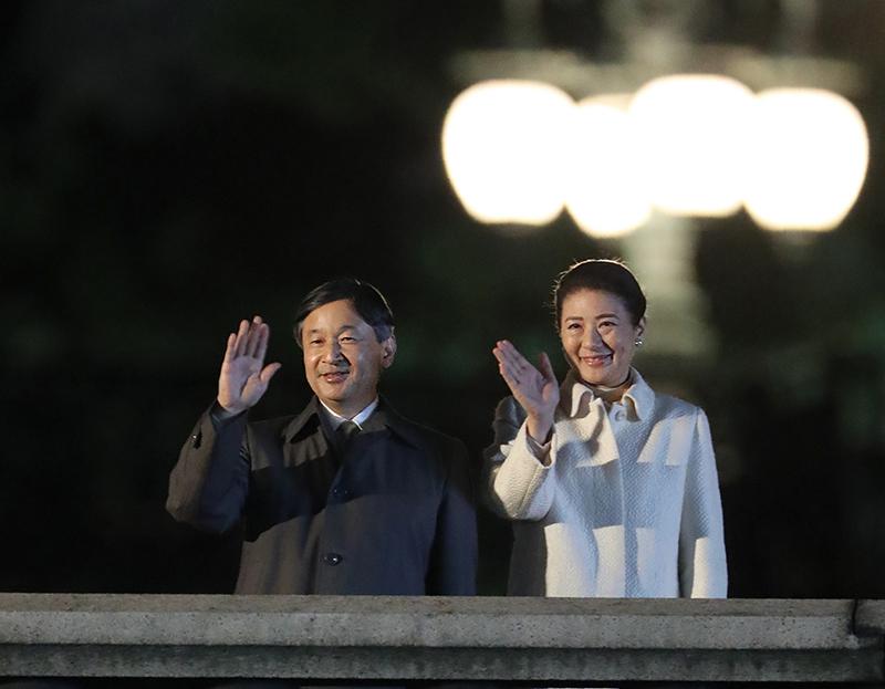 """日本举行""""国民祭典""""庆祝天皇即位,三万人齐聚皇居前_陛下"""