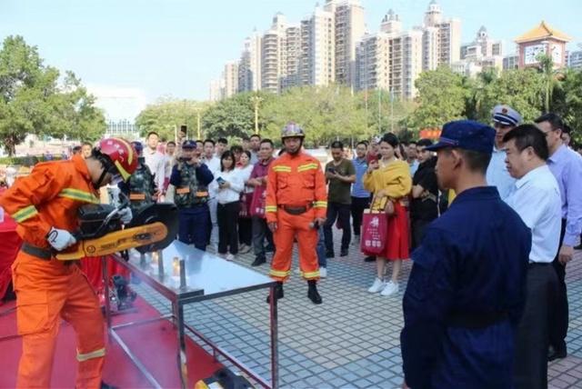 """模拟逃生、现场救援,""""119消防安全宣传月""""东坑在行动"""