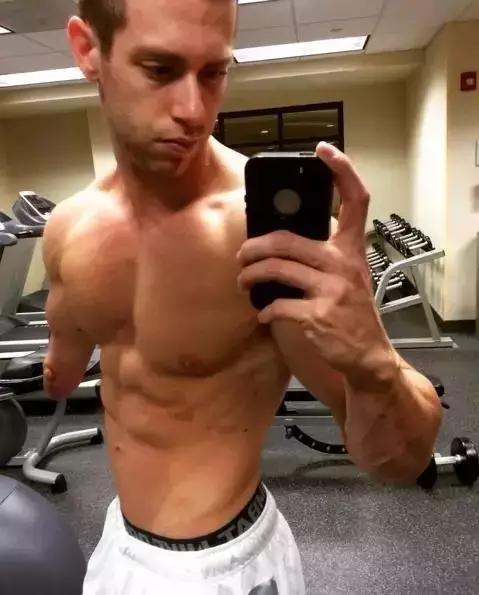 他肌肉不大,力量很渣,却打脸90%的健身者,希望你不是其中之一!_Mak