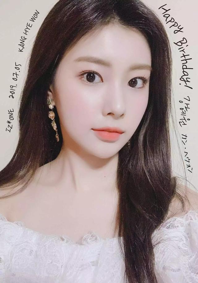 女團愛豆清純美貌背后的隱藏魅力大公開,她是偶像界的撩妹高手?