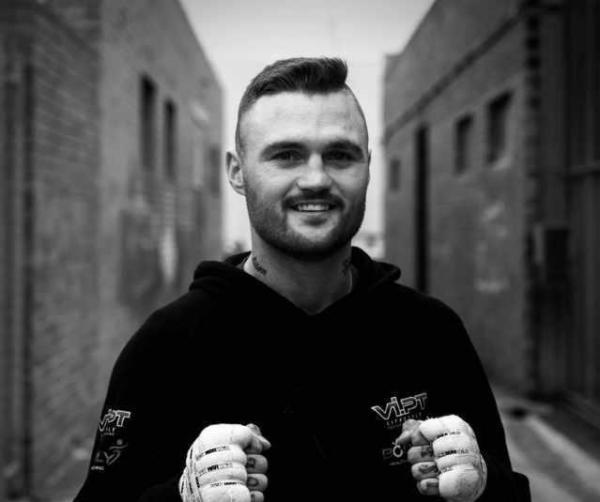 澳大利亚27岁拳王德怀特·里奇在比赛中不幸身亡