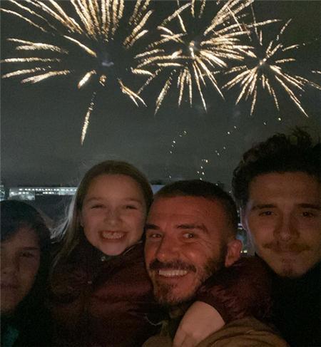 小七8歲有自己的個性了!貝克漢姆帶全家看焰火,小七笑容好甜美_攝像頭