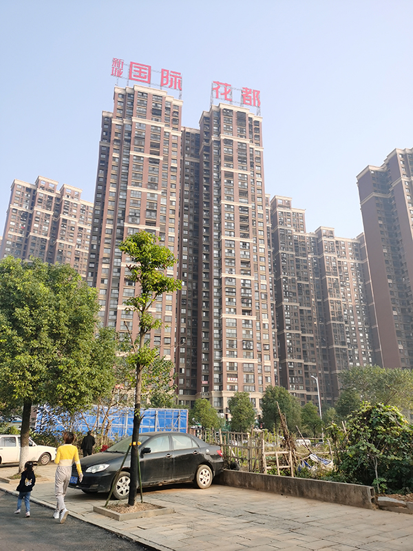 """探访长沙""""问题混凝土""""楼:两栋均未封顶,一栋已在拆除_新城国际"""