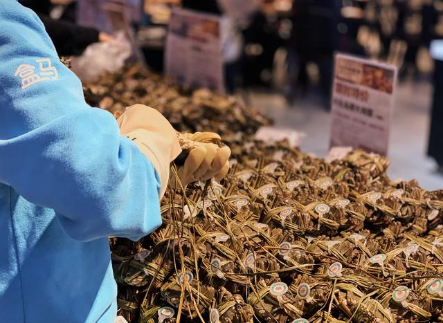 忙个天猫双11,阿里员工吃掉500只烤鸡、2600份栗子、3000只大闸蟹……
