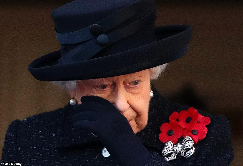 英女王哭了!英国举办一战纪念活动女王现场潸然泪下