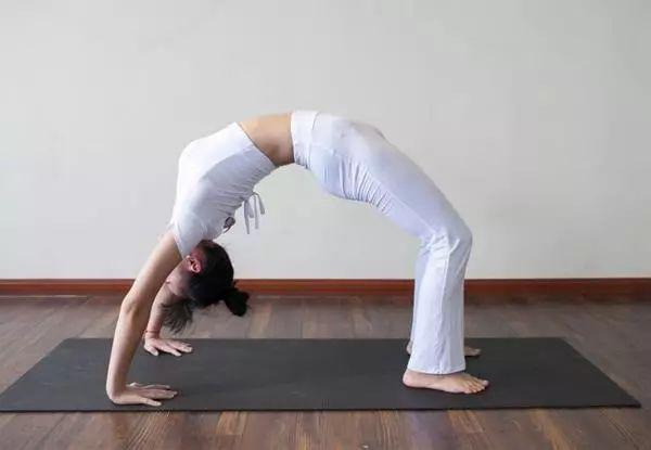 18个基础瑜伽体式正误对比图,瑜伽初学者一定要掌握!