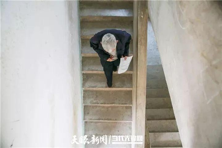毕节77岁老教师坚守山村教育58年,教出100多名大学生