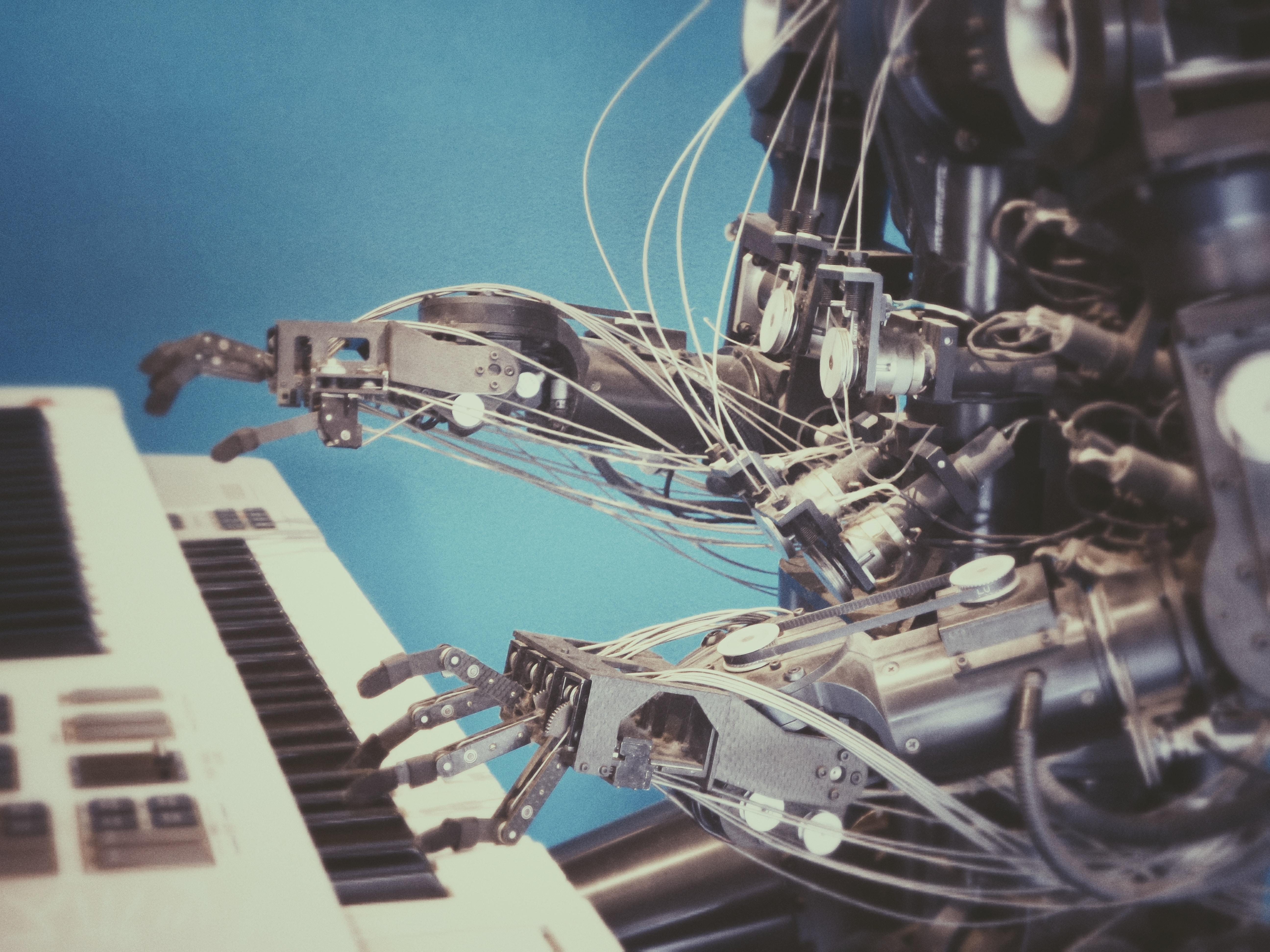 对话腾讯AILab张正友:AI会超越人类吗?机器人已经产生自我意识了吗?中国发展AI还欠缺什么?