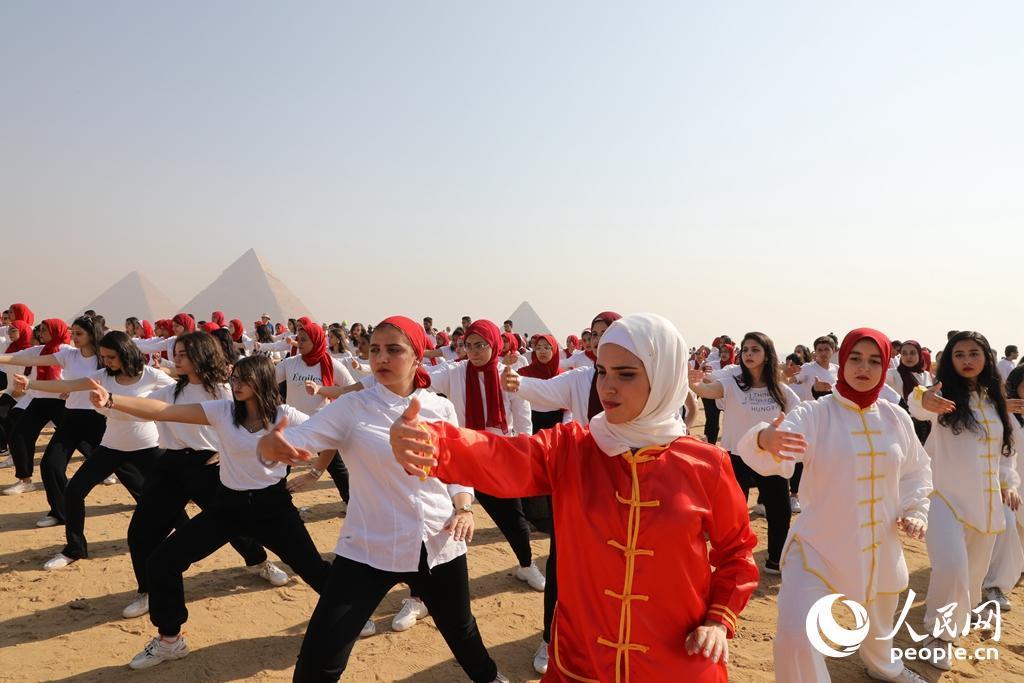 中国文化展示活动亮相埃及金字塔景区
