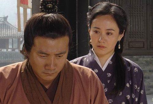 马皇后在郭子兴那里长大,被郭子兴做主嫁给了他极为赏识的朱元璋.