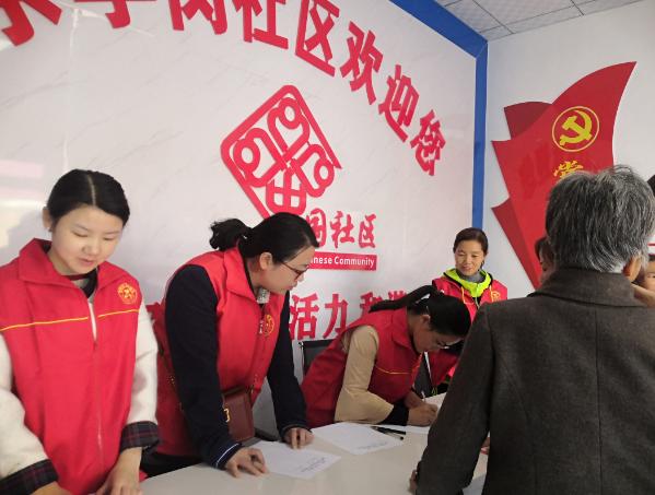 泌阳县民政局、县中医院后勤党支部联合天中义工社会服务中心开展健康义诊