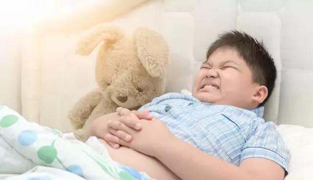 孩子肚子胀气怎么办?家长要从4个方面入手