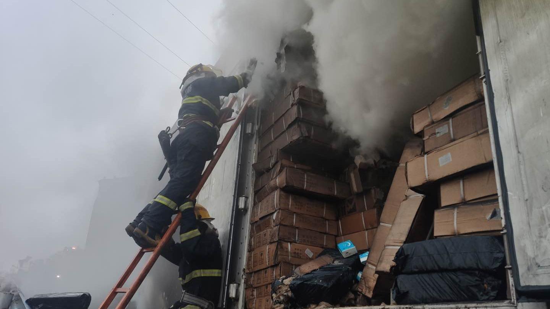 一北京开往湖南的快递车起火,13吨包裹烧为灰烬_安阳