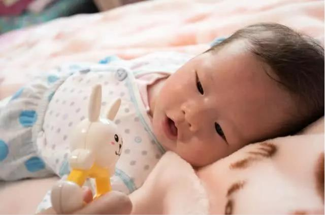 新生儿睡觉什么姿势好