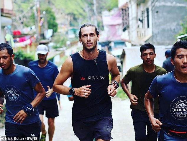 30岁英国男子辞去银行工作22月跑196场马拉松 创世界纪录_中欧新闻_欧洲中文网