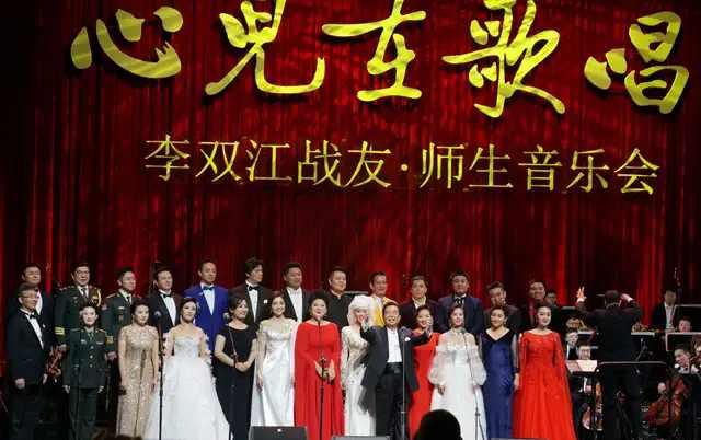 80岁李双江与小27岁娇妻梦鸽同台演唱,网友