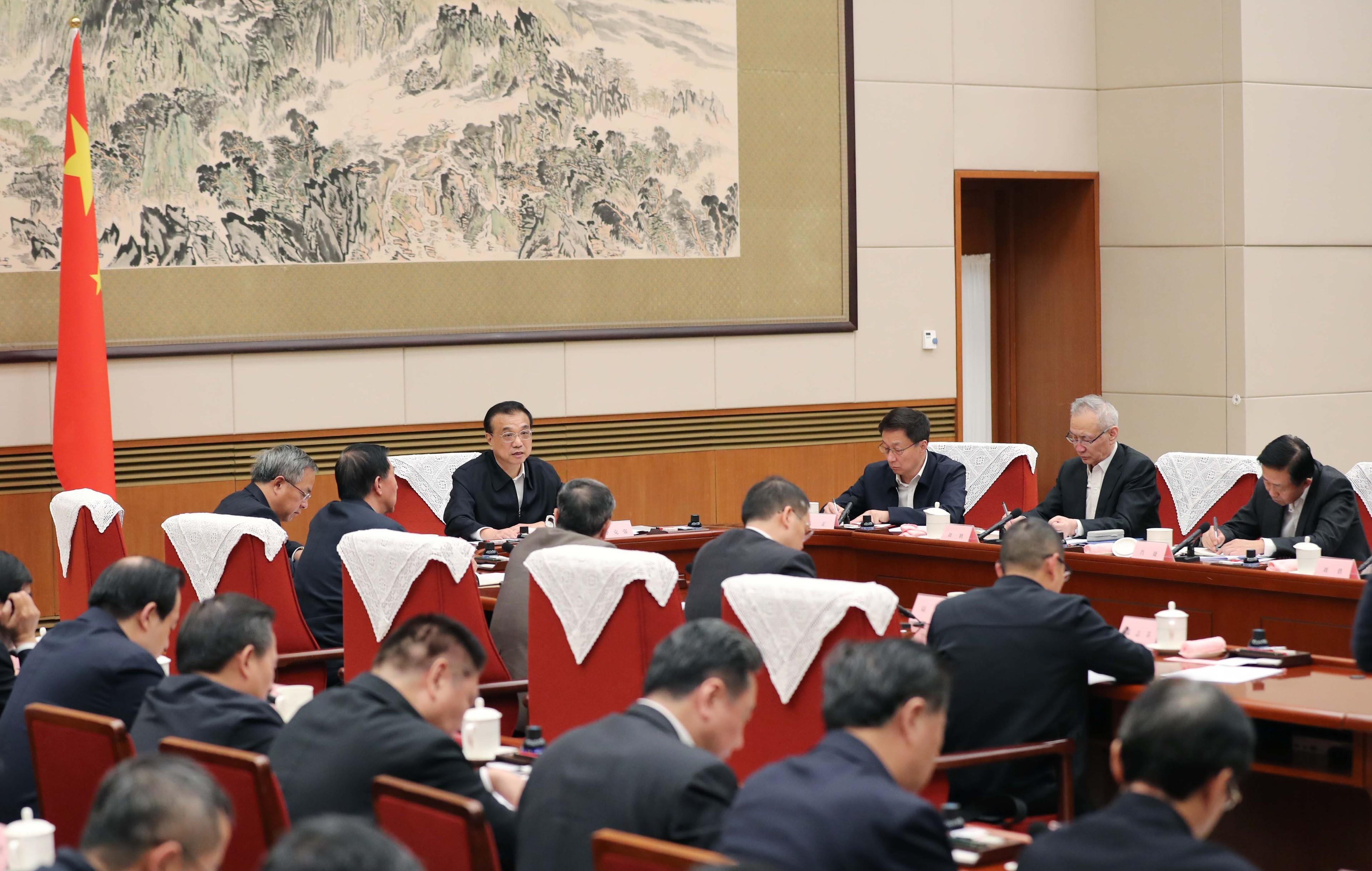 一周内第二次促企业抓住RCEP契机,总理在这个座谈会上不仅谈到稳经济,更强调改善民生