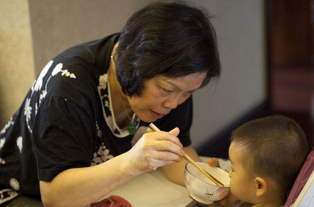 """中国父母普遍存在的3个""""喂娃""""误区,还不改?孩子积食还不发育"""