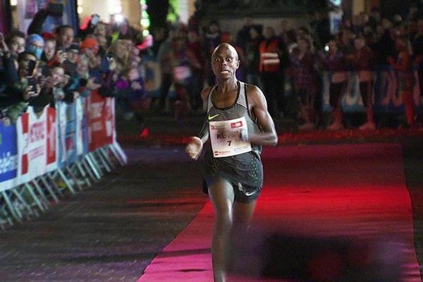 13分22秒!肯尼亚人打破路跑5公里世界纪录 配速