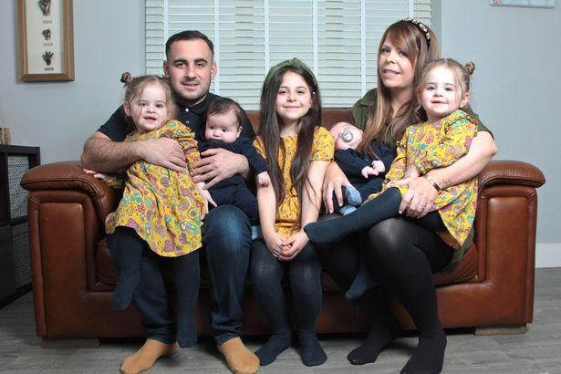 罕见!英国一超级妈妈连生两对双胞胎堪比中彩票_英国新闻_英国中文网