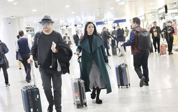 徐峥与老婆陶虹罕见同框 ,网友调侃:徐导小心老婆走丢了