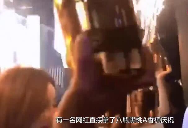 王思聪开始省着花钱了!没喝八千块一瓶的黑桃A,改喝啤酒矿泉水 作者: 来源:金牌娱乐